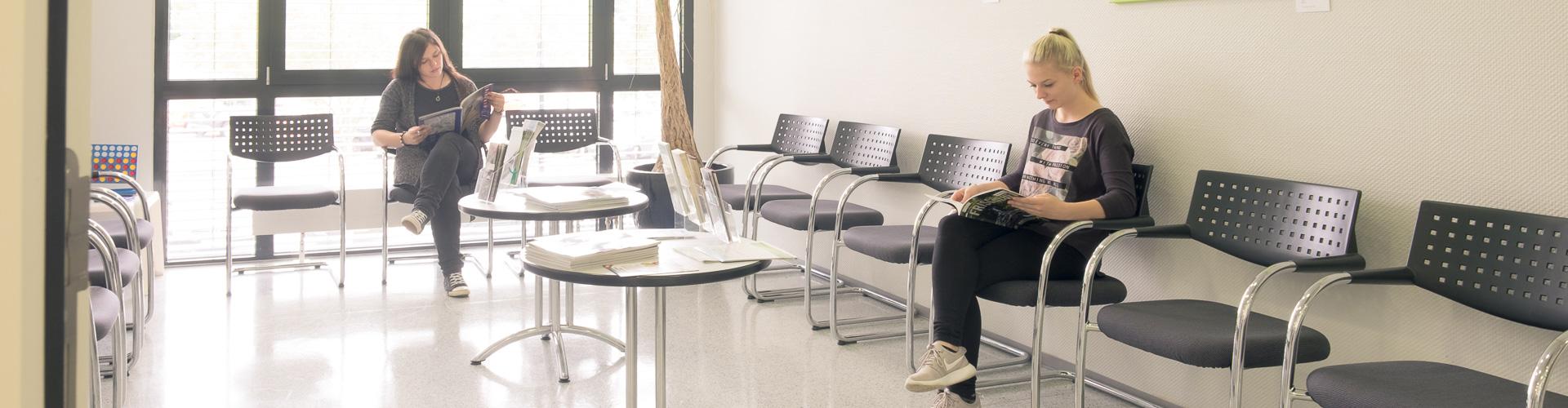 Wartebereich mit Patienten